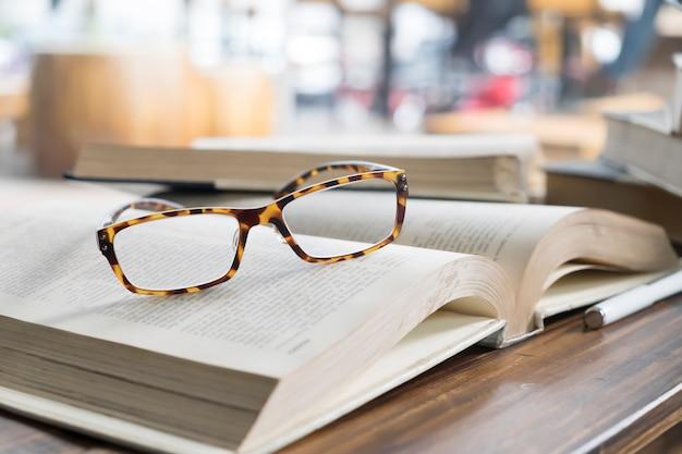 Forschung studentenzimmer nahaufnahme weiß öffnen
