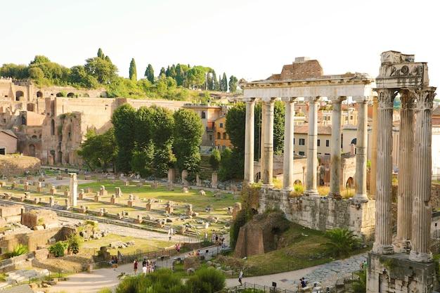 Forum romanum und ruinen von rom, italien
