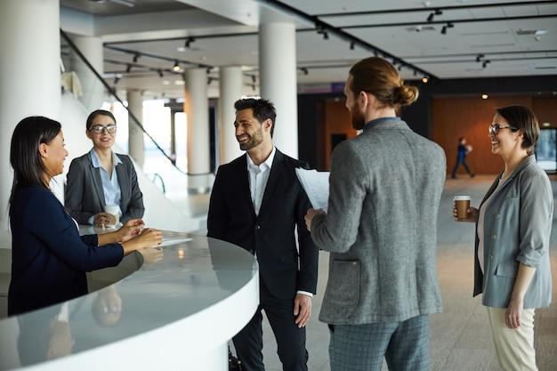 Forumsteilnehmer chatten in der lobby