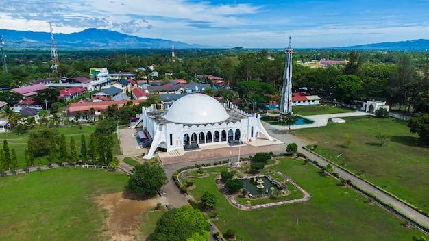 Foto der aussicht auf die almunawwarah-moschee jantho city aceh besar district aceh indonesien