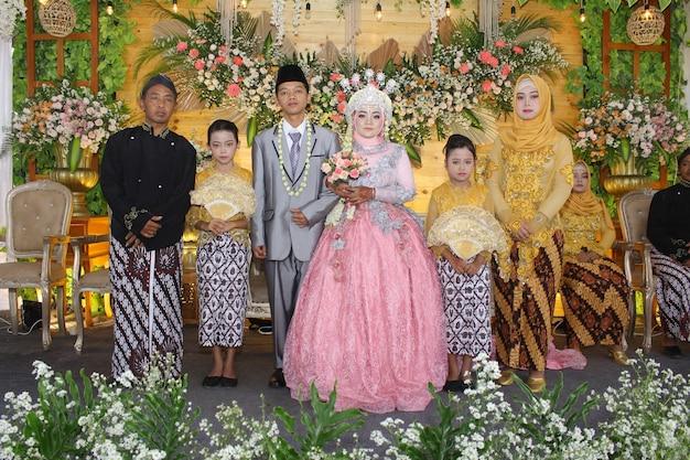 Foto der indonesischen hochzeitszeremonie premium