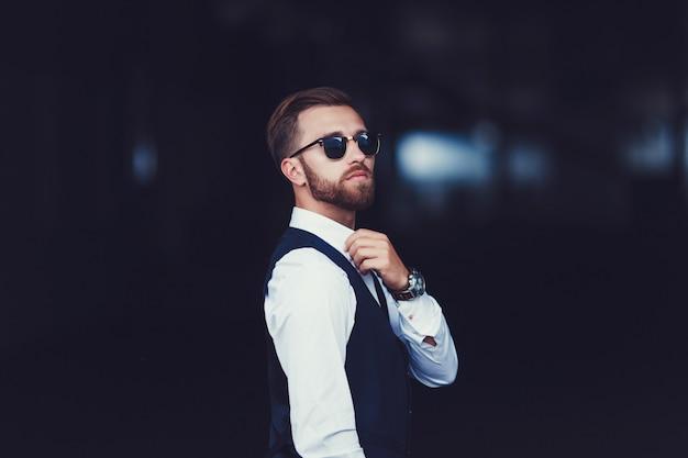 Foto eines gutaussehenden mannes
