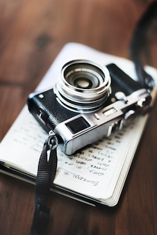 Foto-kamera-altes fotografie-hobby-konzept