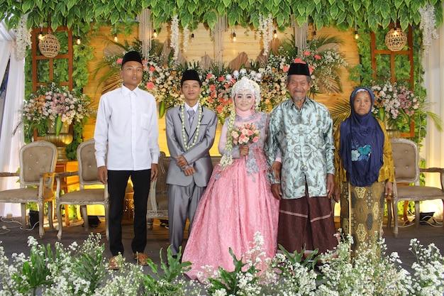 Foto vom indonesischen hochzeitszeremonieglück