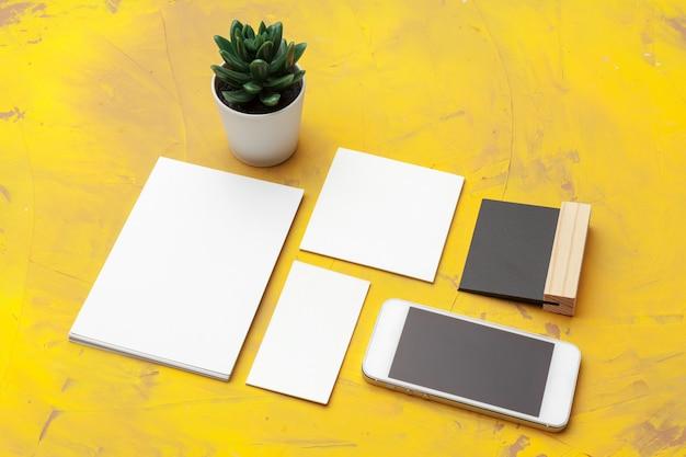 Foto von visitenkarten. template branding identität. für grafikdesigner präsentationen und portfolios