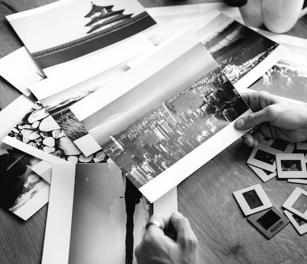 Fotograf, der skylinebild hält