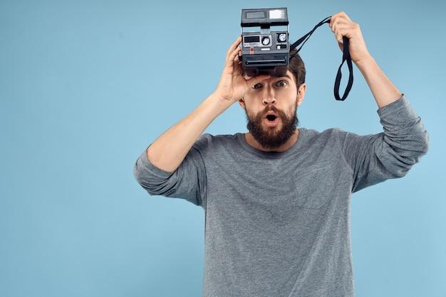 Fotograf mit einer professionellen kamera