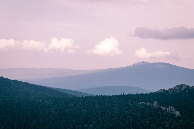 Fotografie der berge und des himmels