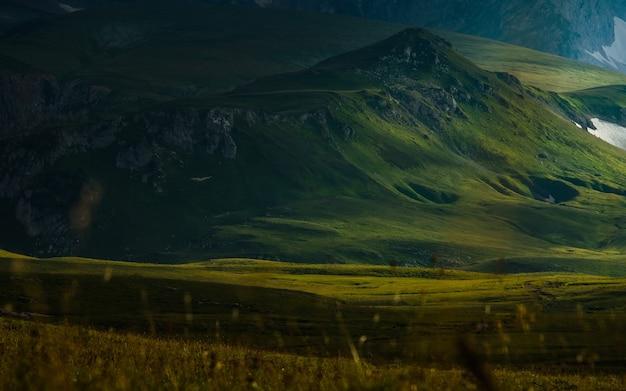 Fotografie des berges oshten. dramatische aussicht