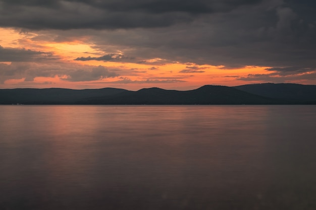 Fotografie des sonnenuntergangs auf dem meer