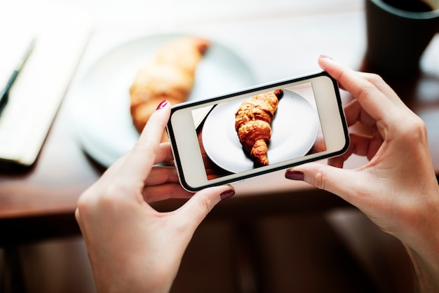 Fotografie-foto geschossenes croissant-bäckerei-konzept