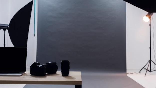 Fotografieregenschirme und minimalistisches studio