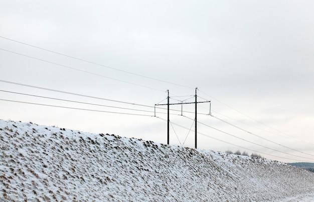 Fotografierter schnee nach einem schneefall während eines frosts. nahaufnahme mit geringer schärfentiefe