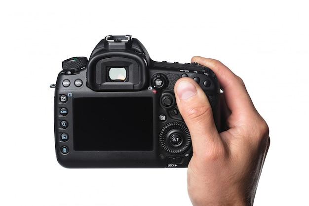 Fotokamera in der hand getrennt auf weiß