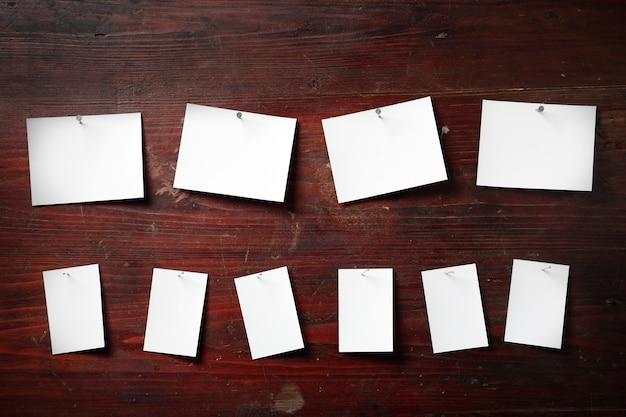 Fotopapier mit wäscheklammern am seil befestigen