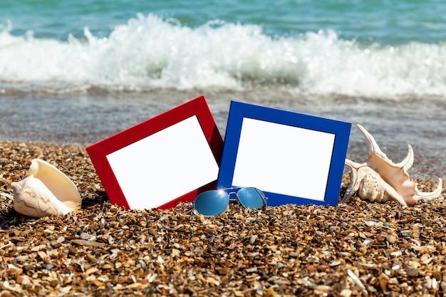Fotorahmen am strand, fotografie am strand, muscheln, strandurlaub, strandkiesel, bild, rahmen, strand, foto, sonnenbrille, reflexion, hintergrund, sand, schwarzes meer, sommer