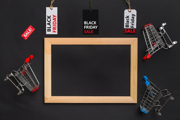 Fotorahmen, einkaufswagen und etiketten mit verkaufstitel