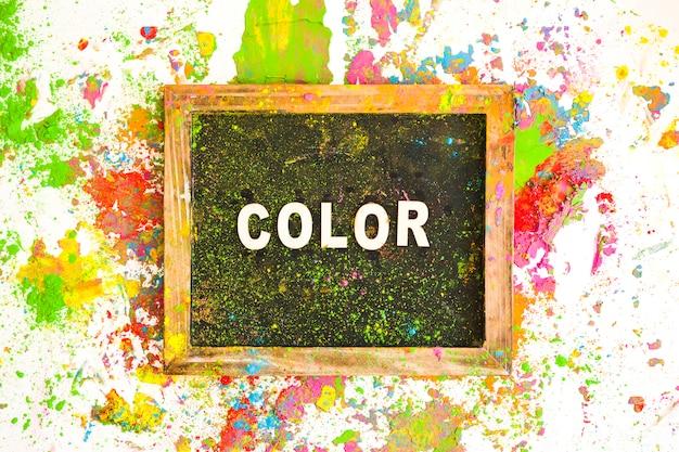 Fotorahmen mit farbbeschriftung zwischen hellen, trockenen farben