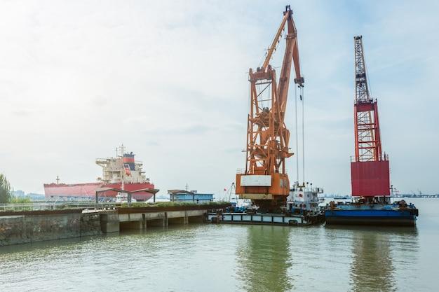 Frachtcontainerschiff