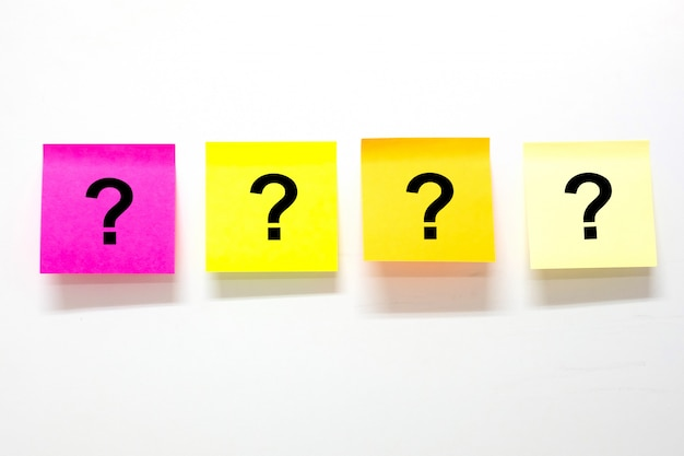 Fragezeichen auf papier
