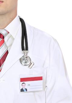 Fragment arztkittel mit stethoskop. isoliert über weiß