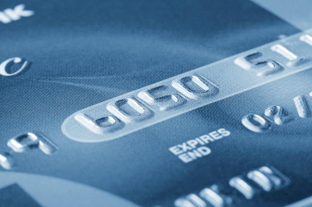 Fragment der kreditkarte mit den nummern
