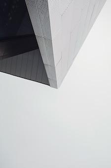 Fragment der modernen architektur mit schatten