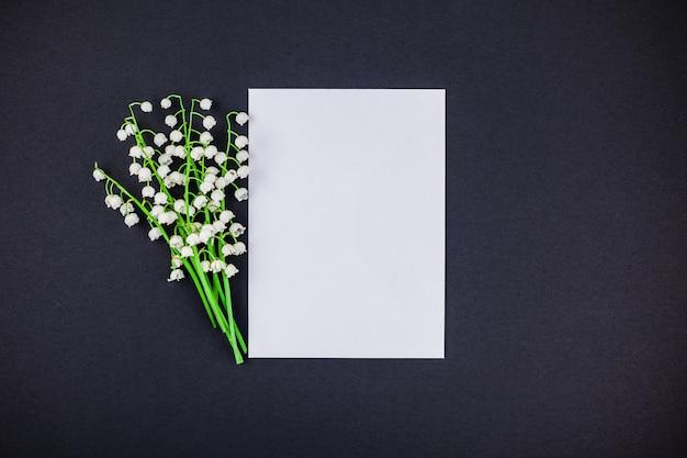 Frame mit bouquet von maiglöckchen verspotten