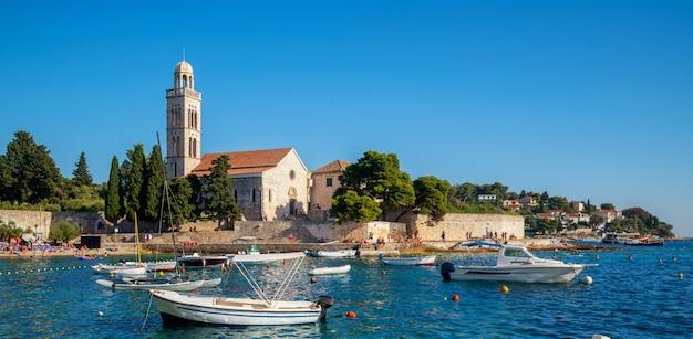 Franziskanerkloster in der stadt hvar in kroatien.