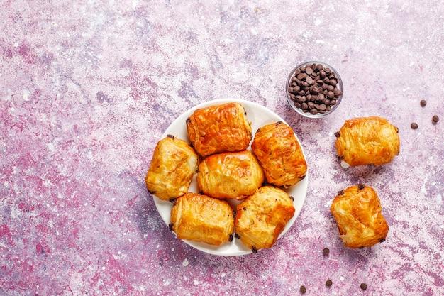 Französische croissants schmerzen au schokolade.