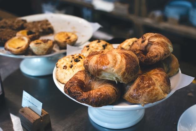Französische croissants und anderes gebäck