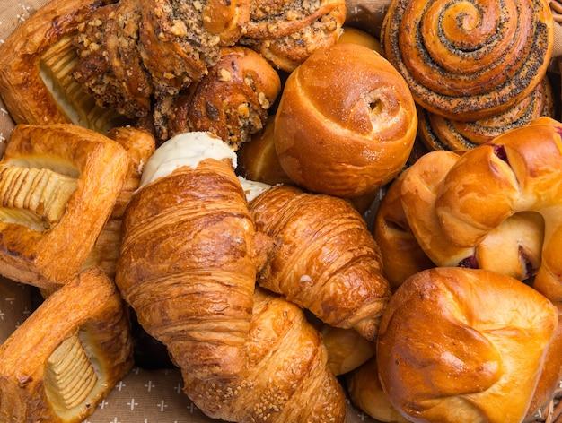 Französische croissants und backwaren. nahaufnahme