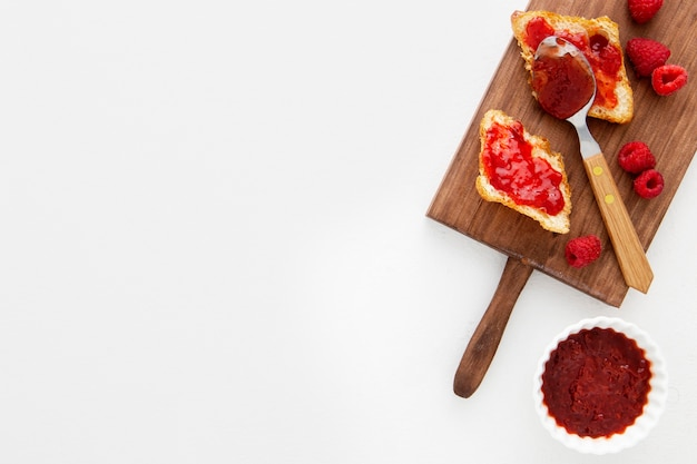 Französische croissants und marmeladenkopierraum
