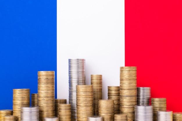 Französische flagge als für stapel von münzen
