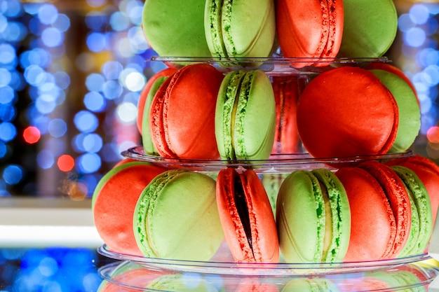 Französische makronen. süßigkeitenbar. hochzeitsfest. süßigkeiten