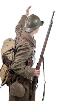 Französischer soldat 1940 lokalisiert auf dem weißen hintergrund