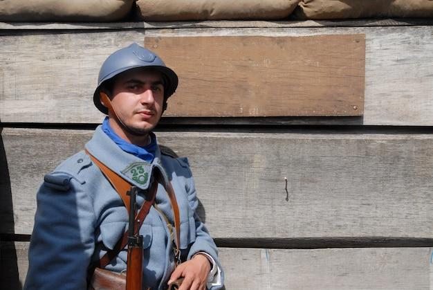 Französischer soldat im graben