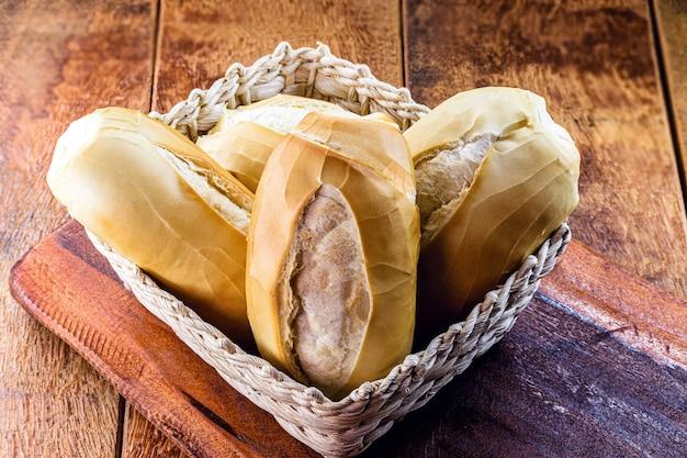 Französisches brot, typisches herzhaftes brot, das täglich in brasilien konsumiert wird.