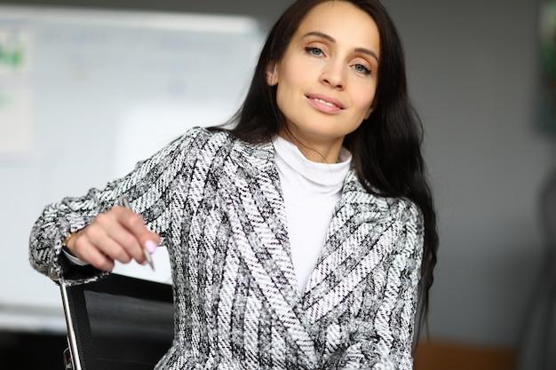 Frau am arbeitsplatz