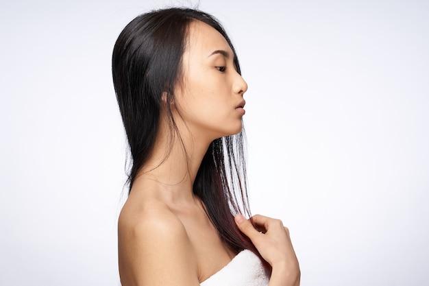 Frau asiatisches aussehen saubere hautpflege lebensstil leichte wand