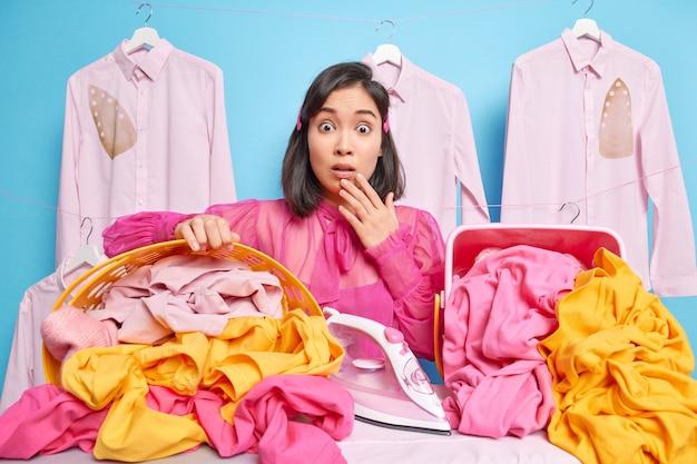 Frau bei chemischen reinigungen. bügelkonzept