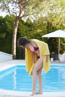 Frau beim schwimmen