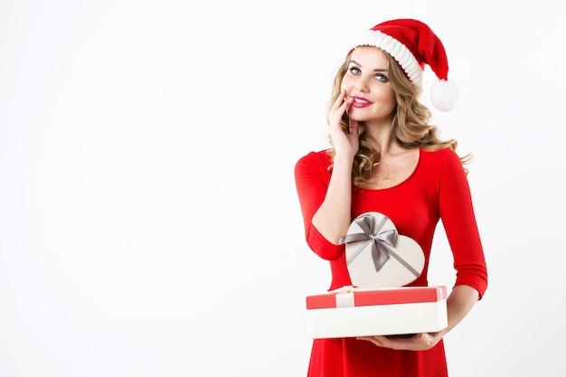 Frau blond in der weihnachtsmütze