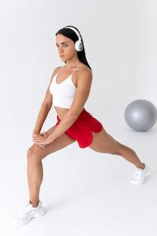 Frau, die alleine trainiert