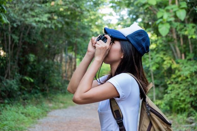 Frau, die ein foto macht