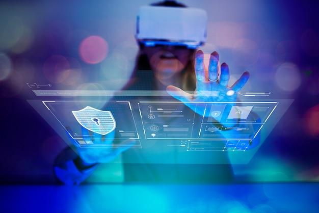 Frau, die eine erfahrung der virtuellen realität hat