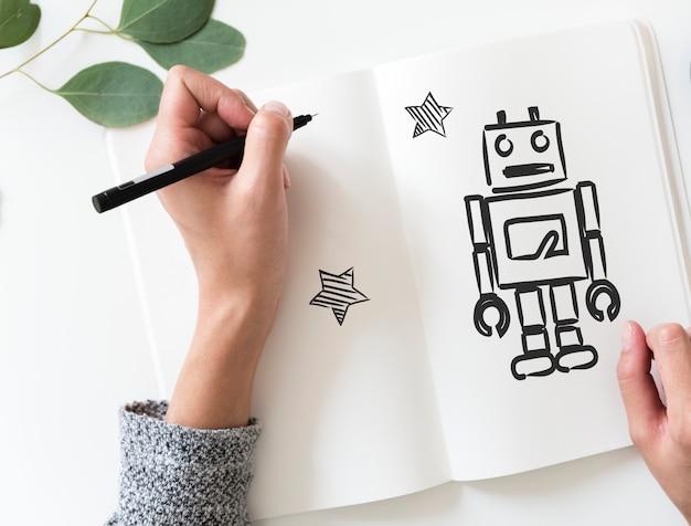 Frau, die einen roboter auf einem notizbuch zeichnet