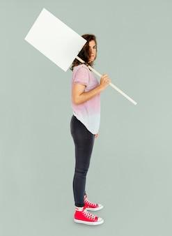 Frau, die fahnen-kopien-raum-protest hält