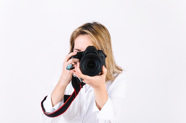 Frau, die fotos macht