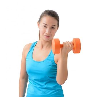 Frau, die mit einem dummkopfgewicht trainiert